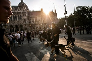24 hours: Budapest, Hungary: Riot police officers face right-wing demonstrators