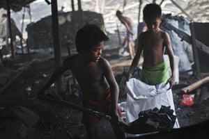 24 hours: Manila, Philippines: Filipino child labourers work in the charcoal dump