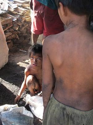 Ulingan slum: Charcoal production, Tondo near Manila, Philippines