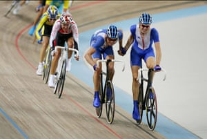 Wiggo Olympic medals : Wiggins hands over to Rob Hayles for the final time