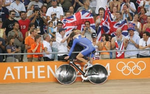 Wiggo Olympic medals :  Wiggins celebrates his victory with his mum