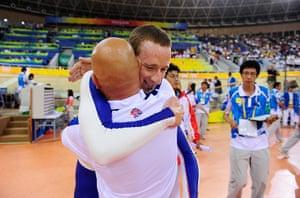 Wiggo Olympic medals : Bradley Wiggins celebrates with performance director Dave Brailsford