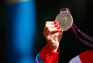 Nail art: Britain's Elizabeth Armitstead holds her silver medal