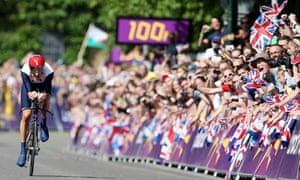 Bradley Wiggins winning cycling time trial