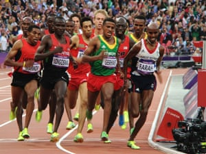Mo Farah takes the lead in the men's 5000m