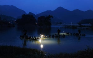 24 hours : Local men fish with trained cormorants in Yongjia