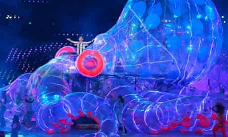 Fatboy Slim arrives aboard a giant octopus