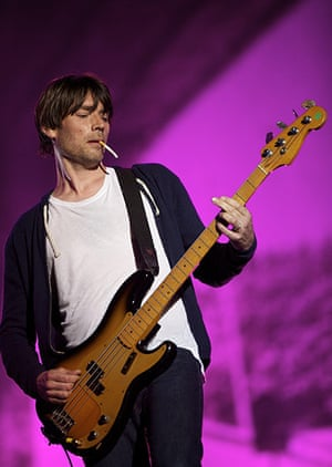 Blur in Hyde Park: Bassist Alex James seems to be focusing on his cigarette ash