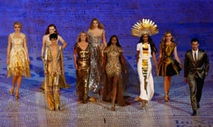 Models at Olympic closing ceremony