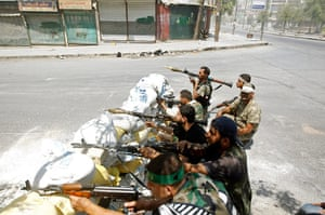 Syrian Conflict: Free Syrian Army fighters take cover b