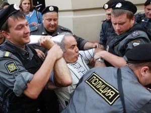 Police detain former world chess champion and opposition leader Garry Kasparov.