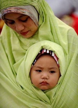 Eid al-Fitr begins: Filipino Muslims gather to pray at the start of Eid al-Fitr in Manila