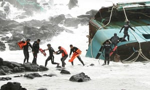 South Korean police rescue Chinese fisherman