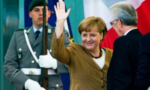 German Chancellor Angela Merkel (C) waves to spectators as she welcomes Italy's Prime Minister Mario Monti (R) for talks at the Chancellery in Berlin, August 29, 2012.