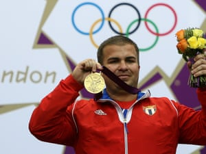 Cuba's Leuris Pupo holds up his gold medal.