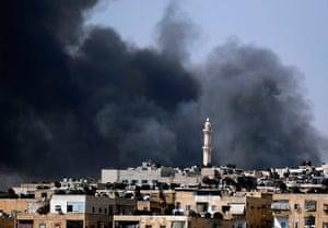 Aleppo: Smoke rises over the Salah al-Din neighbourhood
