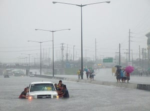 Floods in Manila: Motorists and passengers are trapped in the North Luzon Expressway