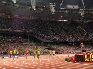 Usain Bolt wins the men's 200m final