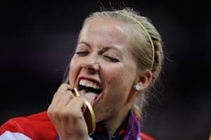 athletics: Hannah Cockroft licks her medal