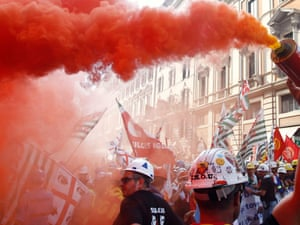 Alcoa aluminium workers protest against their dismissals from employment in Rome. Prime Minister Mario Monti's government is holding talks to find a solution but has received only generic expressions of interest in Alcoa Inc's loss-making aluminium plant .