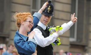 A fan and policeman do the 'Lightning Bolt' during the parade.