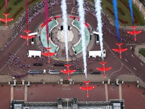 The Red Arrows fly in formation over Buckingham Palace