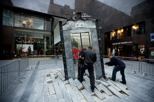 Liverpool biennial: The Lift by Oded Hirsch during its installation