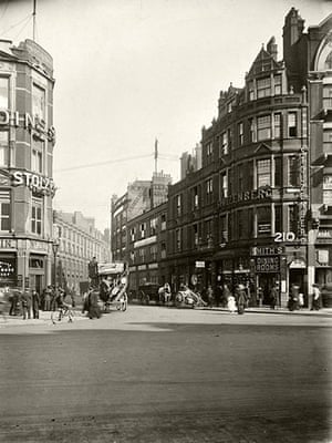 Spitalfields: Looking up Middlesex St from Bishopsgate