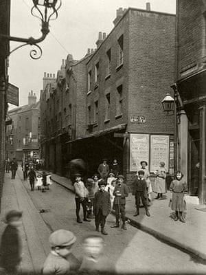 Spitalfields: At the corner of Sandys Row and Frying Pan Alley