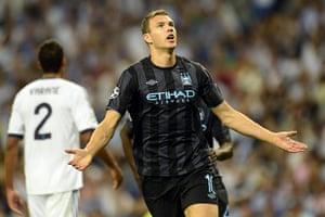 sport3: Manchester City's Bosnian forward Edin D