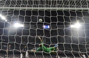 sport7: Manchester City's English goalkeeper Joe
