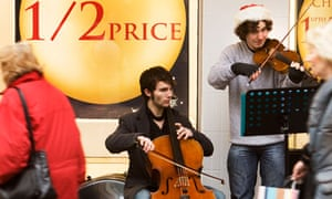 Young buskers do their thing in Glasgow at Christmas
