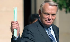 France's Prime Minister Jean-Marc Ayrault waves as he leaves a press conference focusing on the European treaty, September 19, 2012 in Paris.