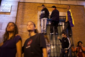 Madrid update: Protesters from 15M movement attempt to Occupy the Parliament