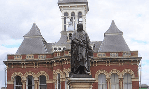 Statue of Newton in Grantham