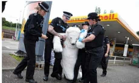 Greenpeace activists target Shell petrol stations