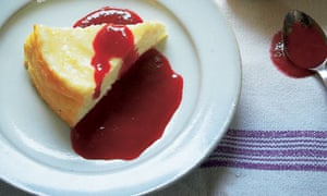 Cheesecake with damson sauce