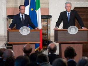 French President Francois Hollande (L) and Italian Prime Minister Mario Monti attend a press conference at Villa Madama on September 4, 2012 in Rome, Italy.