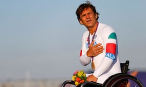 Alex Zanardi sings the Italian national anthem after winning gold at the Paralympic Games
