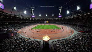 100m: Spectators cheer on paralympic athletes
