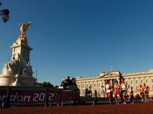The Men's Marathon T12 classification run past Buckingham Palace