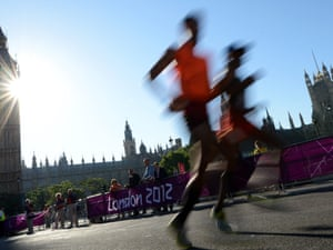 T11 marathon runners pass the Houses of Parliament