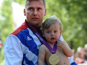 David Weir winning the gold with his son Mason