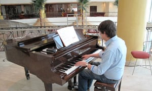 Alan Rusbridger playing the piano at the Corinthia
