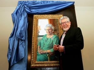 Royal portraits: Rolf Harris officially unveils his portrait of Queen Elizabeth II in 2005