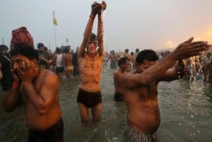 Kumbh mela in india in pictures world news the guardian - Bagno nel gange malattie ...