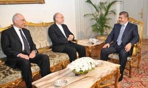 Egyptian President Mohamed Morsi talks with Iranian FM Ali Akbar Salehi