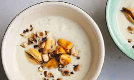 Cauliflower soup with mussels and hazelnuts