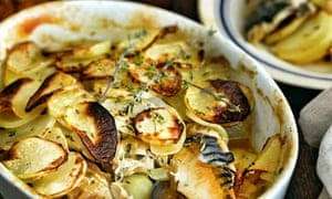Baked mackerel with potatoes, thyme and onions.