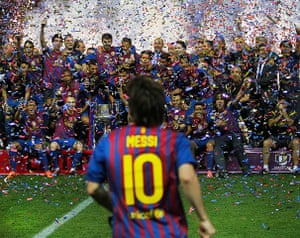 pep: Barcelona players celebrate 2012 Copa del Ray victory